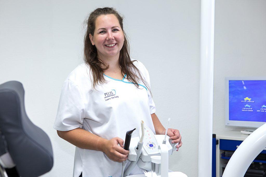 Laura Hartwig, Zahnmedizinische Fachangestellte